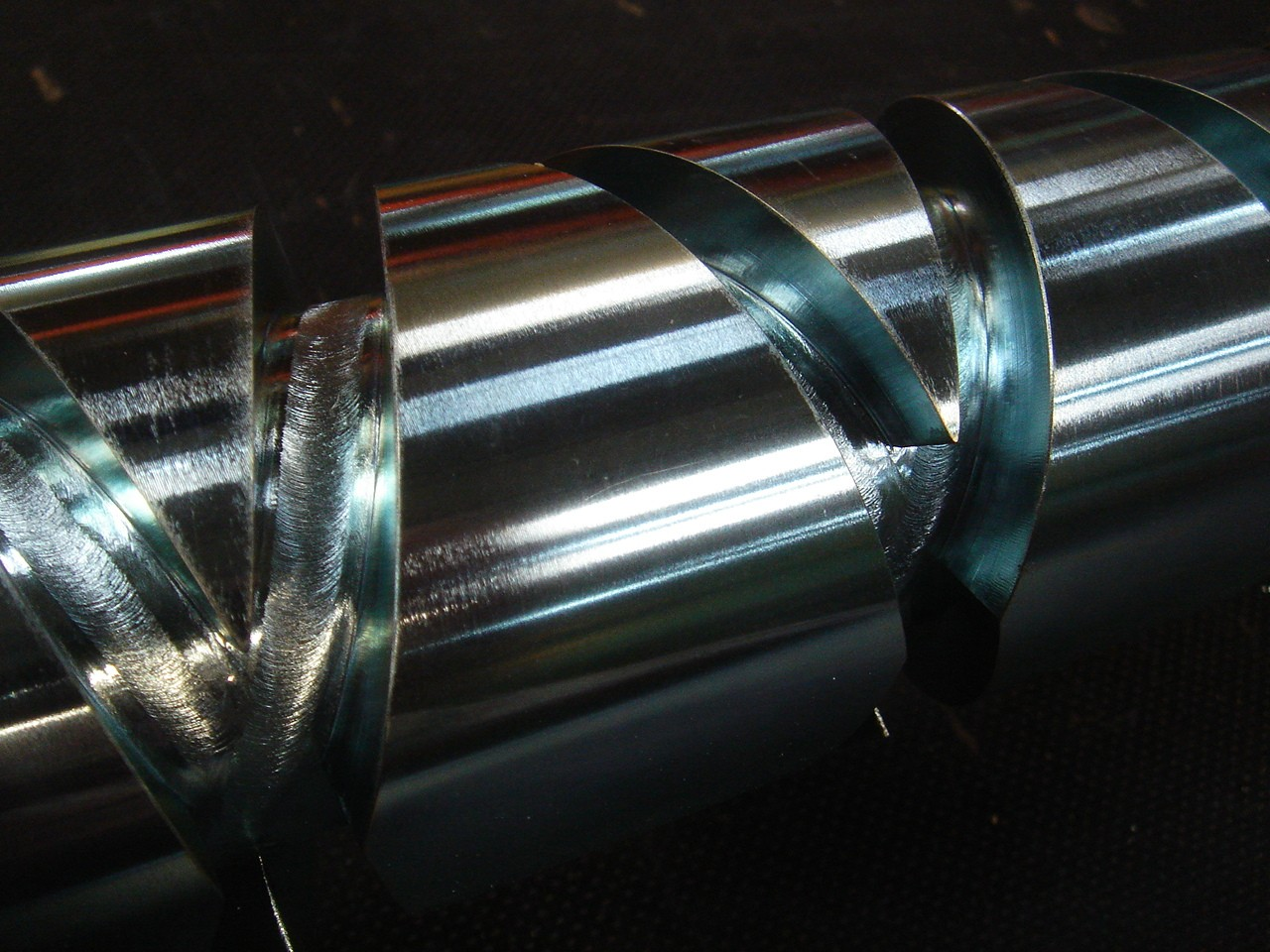 Cross winding shaft